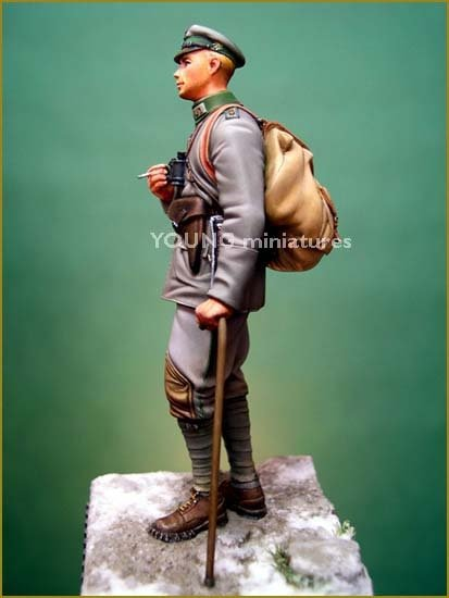 Young Miniatures YM7001-R Oberleutnant 3rd Light Infantry Regiment 1917 70mm