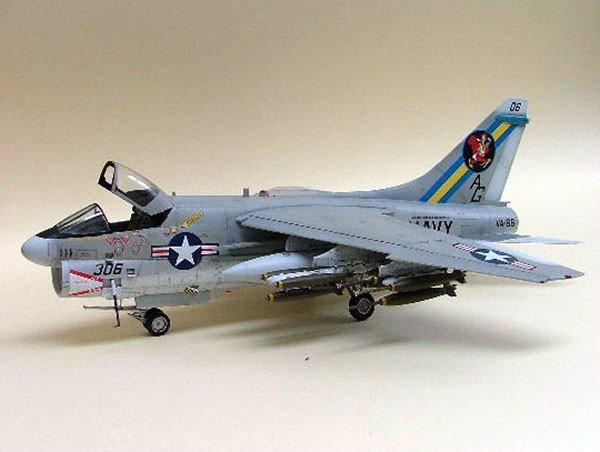 Hasegawa B8 A-7A Corsair II (1:72)