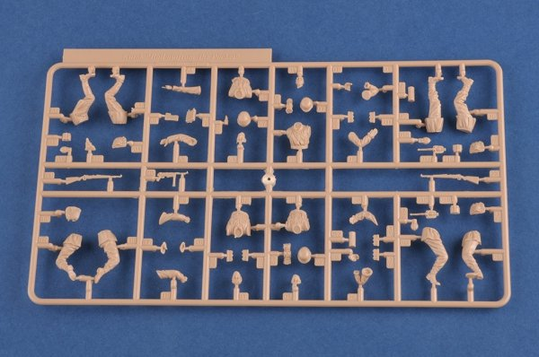 """Hobby Boss 84417 Kursk """"Bailout from the pocket"""" 1/35"""