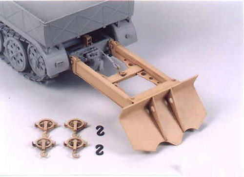 Tamiya 35243 Tank Recovery Accessory Set for German 18 Ton Half-Track (1:35)