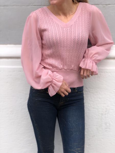 Maglioncino rosa, con maniche trasparenti