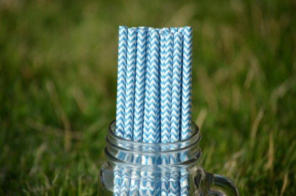niebieski chevron słomki papierowe