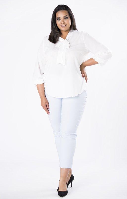 Elegancka-bluzka-plus-size-xl-xxl-AURORA-o-koszulowym-kroju-z-fontaziem-kremowa-przod