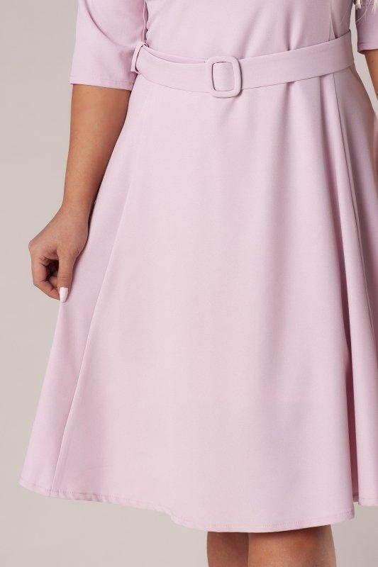 rozkloszowana sukienka z szerokim paskiem