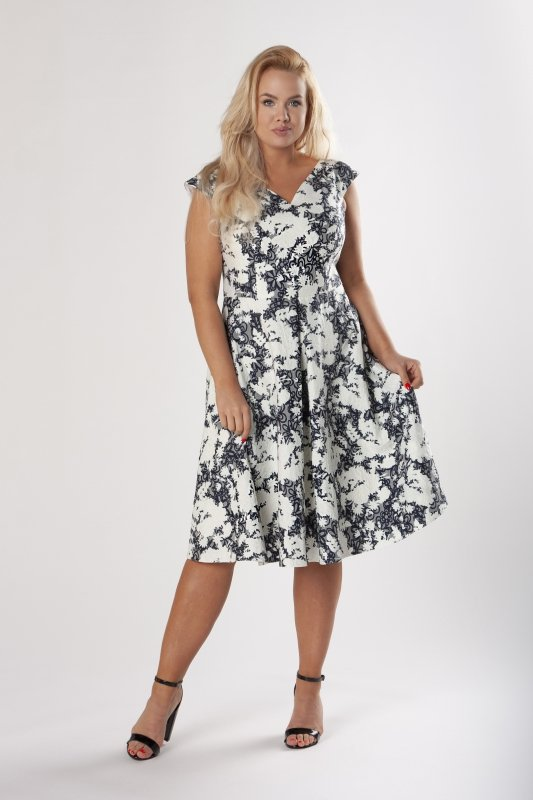 rozkloszowana sukienka z tłoczonym wzorem i kontrafałdami