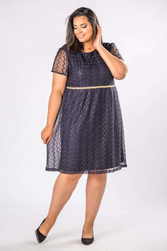 elegancka-sukienka-koronkowa-plus-size-xl-xxl-na-wesele-DOLORES-odcinana-w-pasie-granatowa