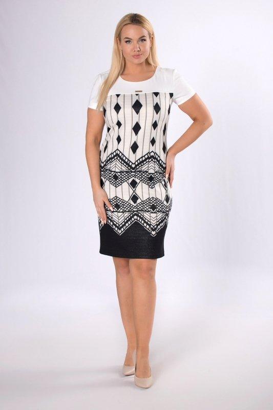 ołówkowa sukienka w geometryczny wzór