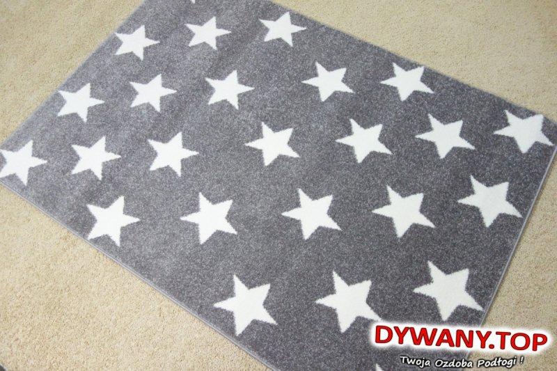szary dywan w gwiazdy