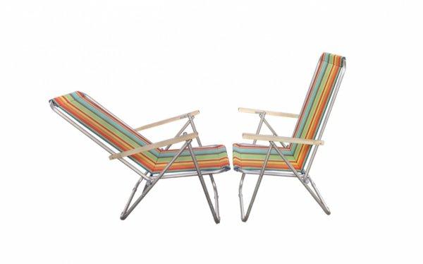 lezak-krzeselko-aluminiowe-z-drewnianym-podlokietnikiem