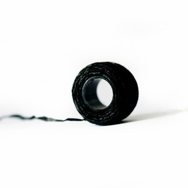 filo colorato nero per sopracciglia