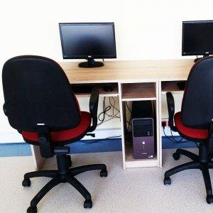 Biurko komputerowe 1-osobowe z płyty meblowej