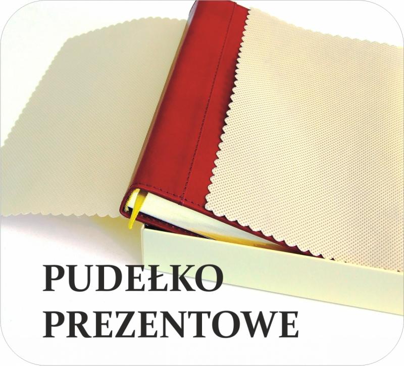 pudełko prezentowe na kalendarz B5 wyłożone ozdobnym materiałem