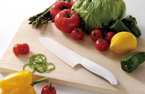 Kuchenny nóż ceramiczny Santoku 14cm biała rączka Kyocera