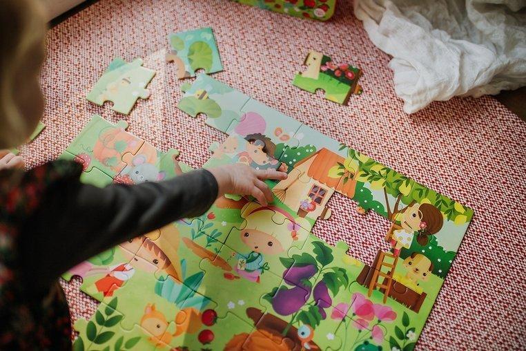 Janod Ogród Puzzle W Walizce 36el. www.tuliki.plJanod Ogród Puzzle W Walizce 36el. www.tuliki.pl