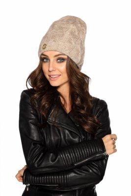 LC107 Kobieca czapka w warkocze beżowy