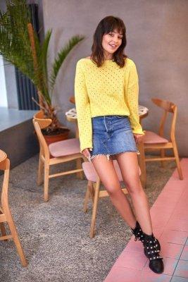 BK019 Sweter z oczkami - żółty