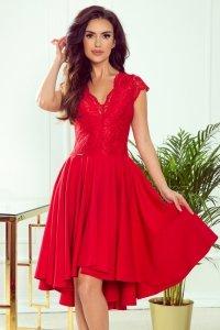 Sukienka z dłuższym tyłem i koronkowym dekoltem Patricia - Czerwona - numoco 300-2