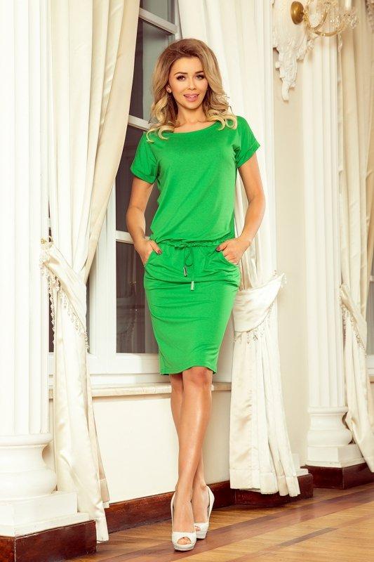 Sukienka sportowa z krótkim rękawkiem - Zielona - numoco - 56-6