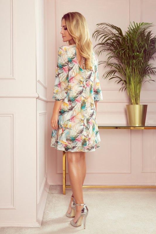 Szyfonowa sukienka z dekoltem na plecach Ivette - Kolorowe  Pióra