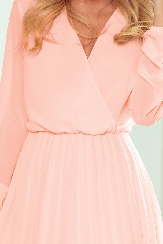 ISABELLE Plisowana sukienka z dekoltem i długim rękawkiem - Brzoskwinia