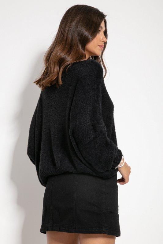 Luźny sweter z dekoltem F1066- czarny -4