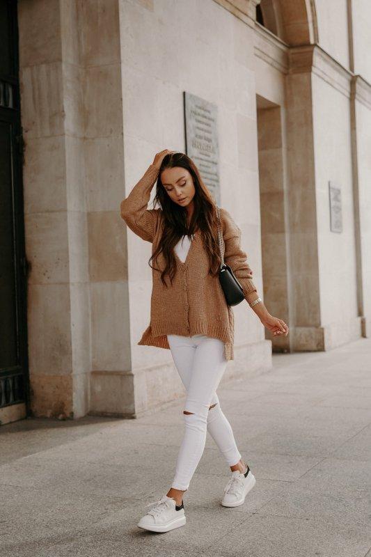 Sweter z guzikami i dłuższym tyłem - LS307- kamel -1
