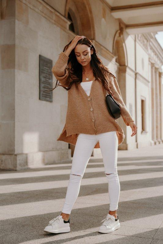 Sweter z guzikami i dłuższym tyłem - LS307- kamel -6