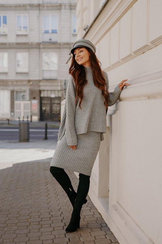 Komplet swetrowy – spódnica i sweter z golfem - jasnoszary- 1