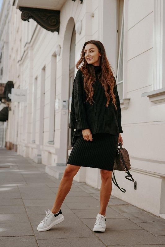 Komplet swetrowy – spódnica i sweter z golfem - czarny- 6