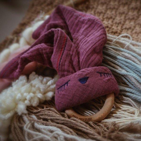 Przytulanka muślinowa z gryzakiem Śpiący Króliczek w kolorze lawendowym