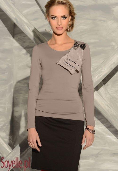 SILVIA bluzka z kokardą biżuteryjną, kolor beżowy