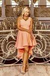 monochromatyczna sukienka wieczorowa z asymetrycznym dołem i dłuższym tyłem a'la frak