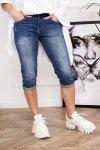 krótkie spodnie jeansowe z podwijanymi nogawkami
