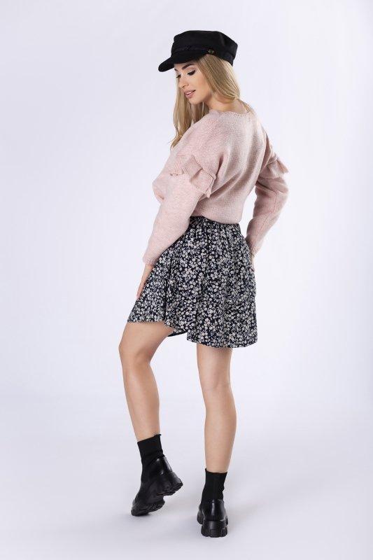 sweter z falbankami na rękawach