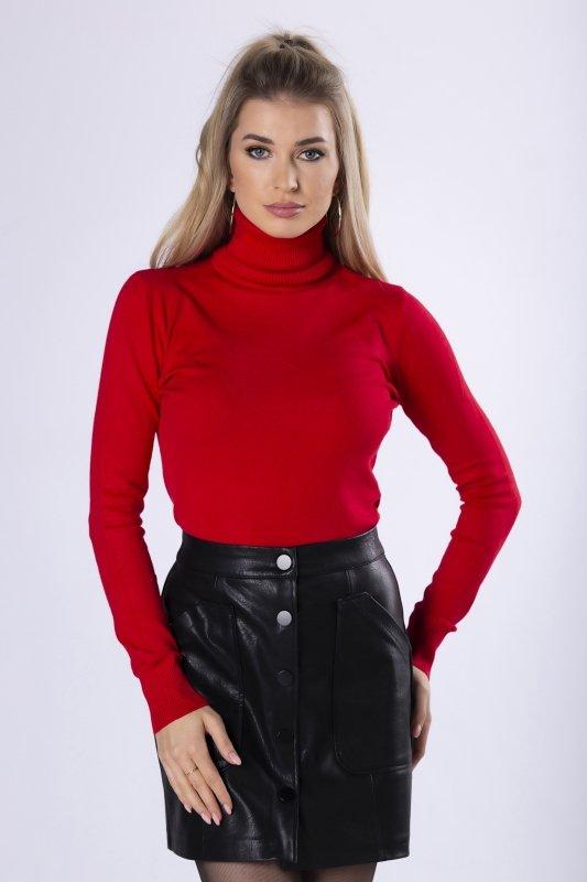 dopasowany sweter z golfem