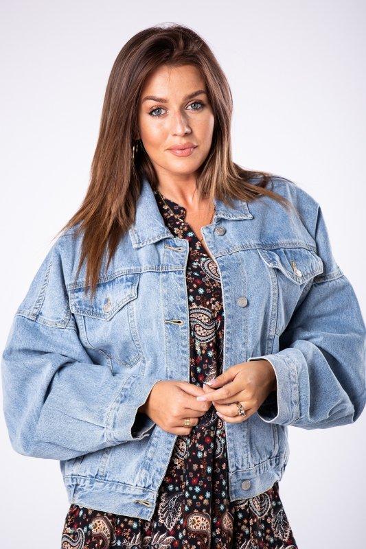 jeansowa kurtka o kroju bomberki