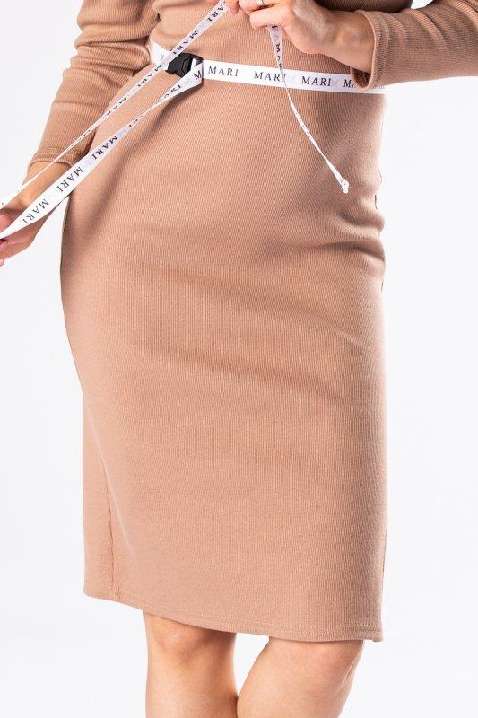 prążkowana sukienka z hiszpańskim dekoltem i wiązaniem w pasie