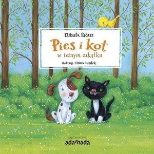 Pies i kot w leśnym zakątku