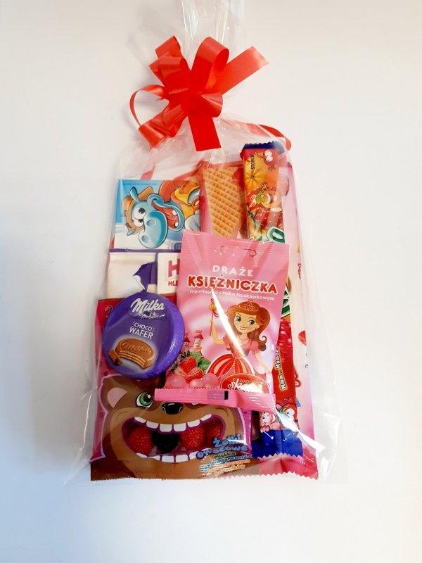 Paczka prezentowa ze słodyczami dla dzieci