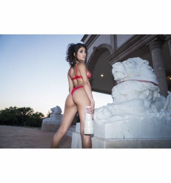 Fleshlight Girls - Veronica Rodriguez Caliente
