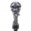 metalowa laska do podpierania z uchwytem w kształcie czaszki