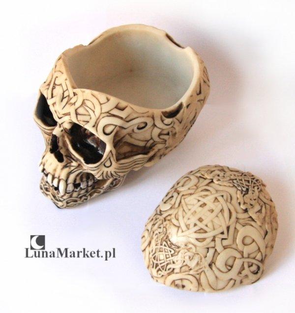 otwierana szkatułka w kształcie ludzkiej czaszki