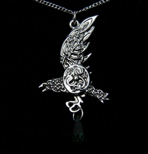 magiczny naszyjnik - celtycki Kruk Brana z zielonym kryształkiem, talizman Wiedza i Mądrość