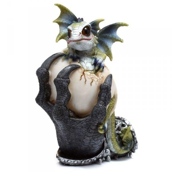 Zielony Smok wykluwający się z jaja, trzymany w smoczych szponach - figurka w stylu fantasy