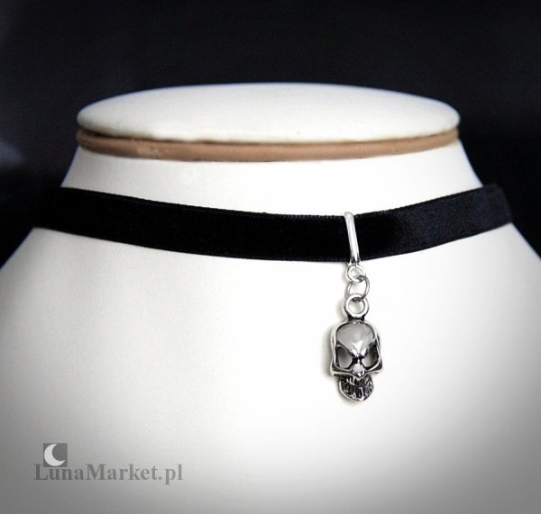 choker na szyję, czarna aksamitka z zawieszką w kształcie Czaszki - biżuteria gotycka