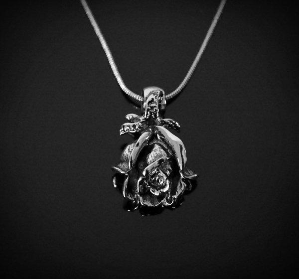 naszyjnik Róża - wisiorek w kształcie kwiatu róży z łańcuszkiem