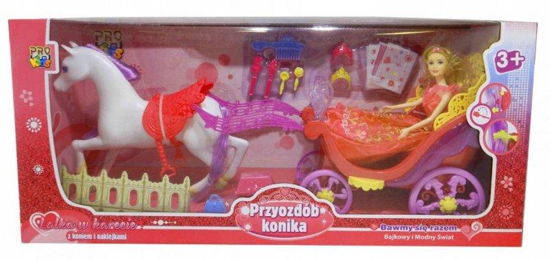 Lalka w karecie z koniem