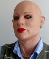 Kamila, maska na głowie męskiej