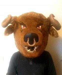 Głowa chodzącej maskotki - Minotaur