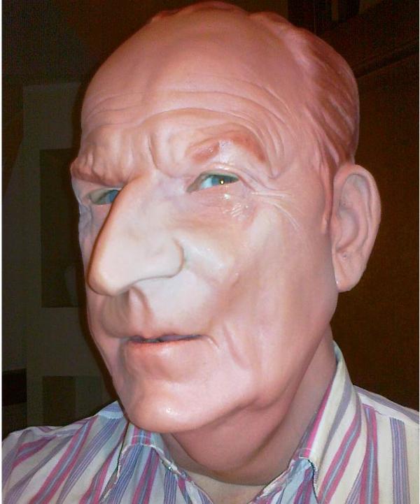 Lateksowa twarz staruszka